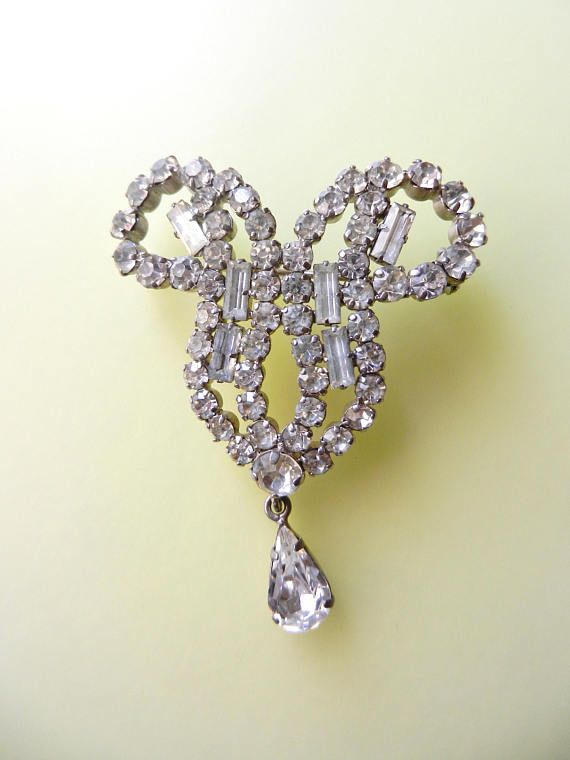 Sparkling & glamour Diamante Deco style brooch elegant  and