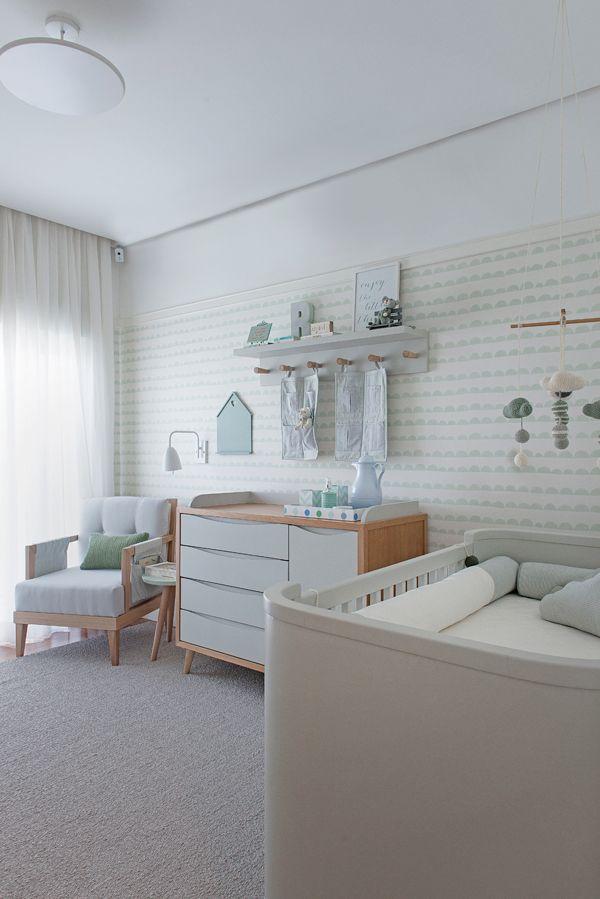 Quarto de bebê - decoração moderna - verde menta branco madeira clara e cinza ( Projeto: Triplex Arquitetura )