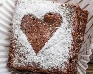 Moelleux au chocolat, gingembre et cannelle spécial Saint-Valentin : http://www.fourchette-et-bikini.fr/recettes/recettes-minceur/moelleux-au-chocolat-gingembre-et-cannelle-special-saint-valentin.html