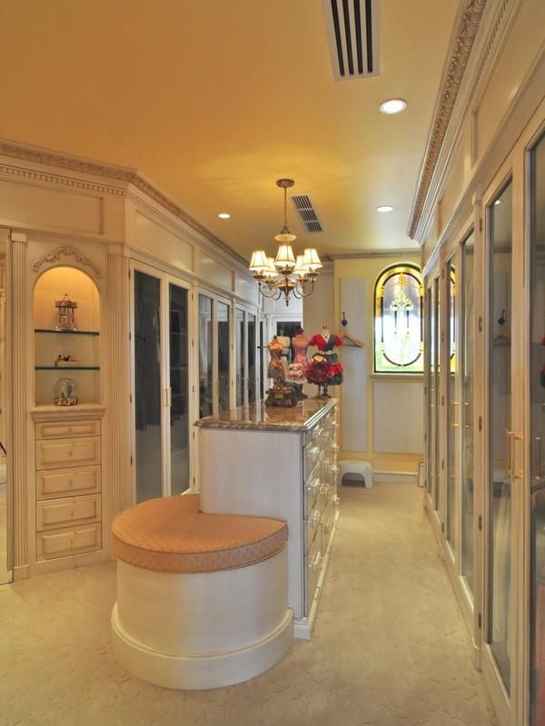luxury home master suite closet