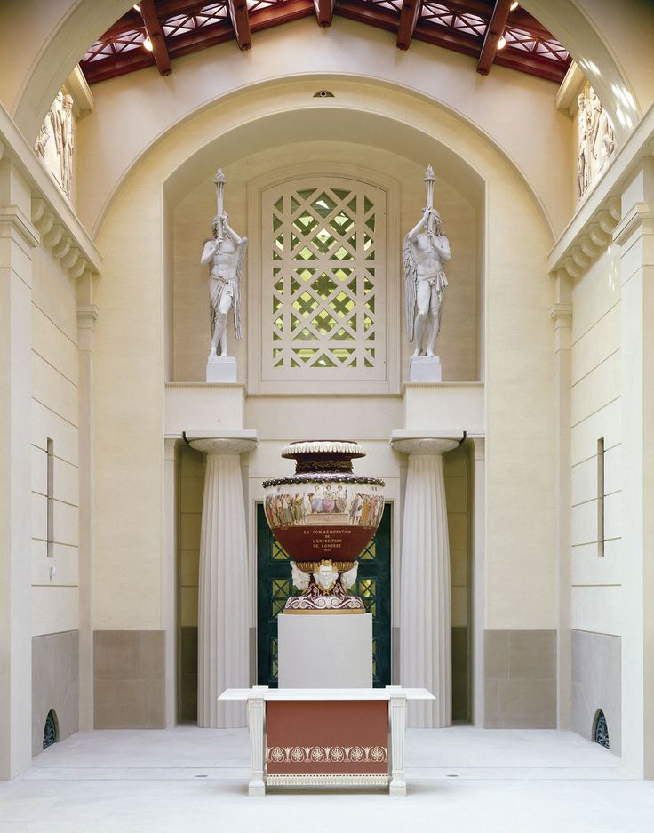 Entrance-Hall-Queens-Gallery-Buckingham-Palace