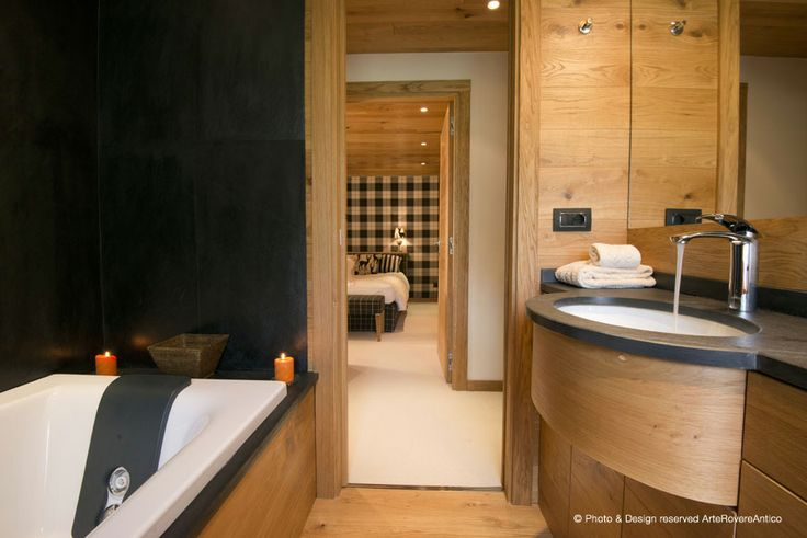 Wood and black bathroom - Arte Rovere Antico || Photo by Duilio Beltramone for Sgsm.it ||