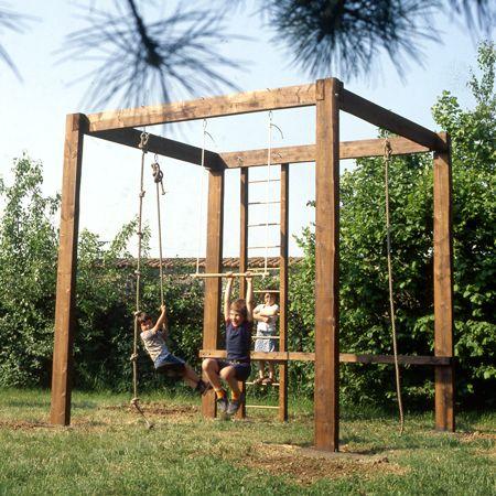 Réaliser un portique pour les enfants : Dans un jardin, même petit, un portique fera la joie de vos enfants. Il développera leur force et leur sens de l'équi...