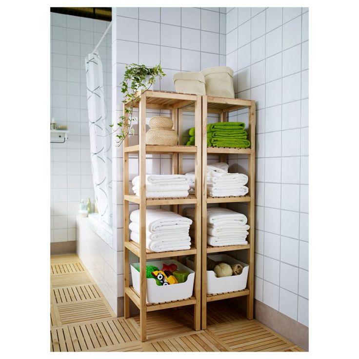praktische Ecke im Badezimmer - Holz-Regal für die Handtücher