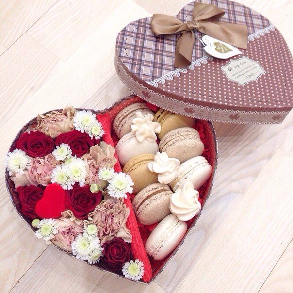 Коробки с цветами и сладостями : Коробки с цветами, макарунами и сладостями