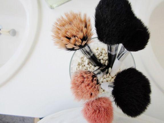 http://www.blogdocasamento.com.br/dicas-para-organizar-a-maquiagem/