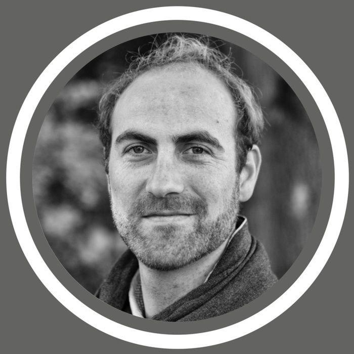 Un nouvel épisode du podcast Hrmeetup. © est disponible!  Une interview en Français: https://hrmeetup.simplecast.fm/jonathan-stubbe  Durée: 29'59 Min. Au micro: Jonathan Stubbe Sujet: Les bornes électriques de The PluginCompany. Quid des bornes en entreprises ? Une borne peut s'amortir en deux ans: le saviez-vous ?  Un podcast enregistré pour le projet Midoricast mais qui répond aussi à des questions que peuvent se poser les entreprises; diffusé dès lors sur Hrmeetup.©