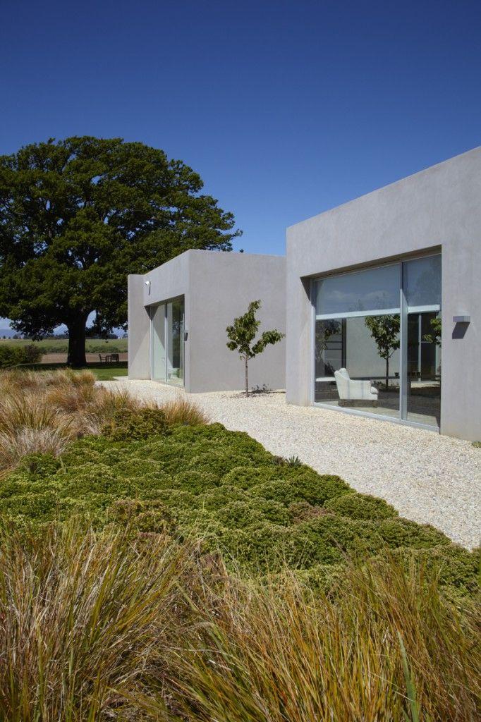 Great use of what looks like Gahnia by Peter Fudge Garden Design of Sydney. Buy Gahnia (Red Fruit Saw Sedge) and similar sedges online http://www.bluedaleplantsonline.com.au/shop/Sedges-&-Water-Plants/