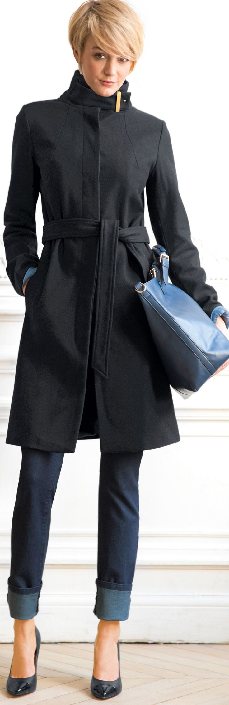 Like how her turned-back cuffs pick up the color of the tote. Cute hairstyle, too!