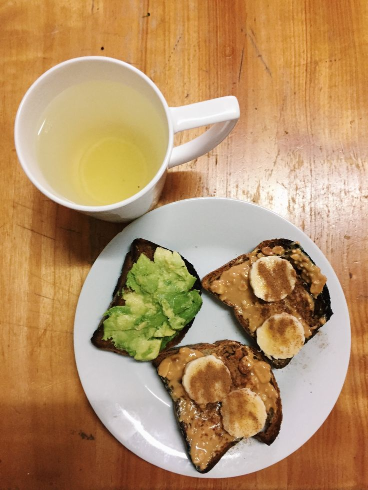 B R E A K F A S T  O N  T H E  G O 🏃🏼‍♀️   -gluten free bread (toasted)  -organic peanut butter  -1/4 banana w/ cinnamon  -avocado   -one glass of warm water with lemon pieces 🍋