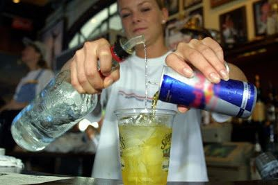 Você sabia que e nergético misturado com bebidas alcoólicas tem o mesmo efeito que cocaína: ift.tt/2e2ysbH