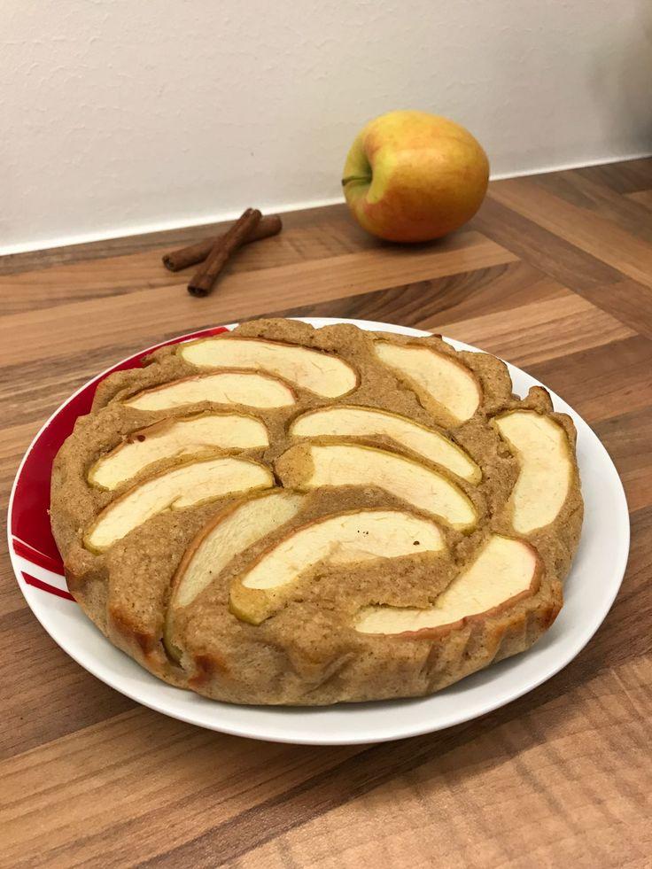 Heute gibt es ein super einfaches Apfelkuchen Rezept, das wirklich gelingsicher ist. Obendrein ist der Apfelkuchen nicht nur lecker, sondern auch noch gesund! Klingt nach einer guten Kombination, oder?