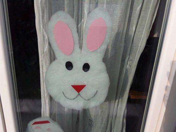 #Handmadeeaster2017 by #thecreativefactory Decorazioni pasquali: coniglio da attaccare alla finestra | Genitorialmente