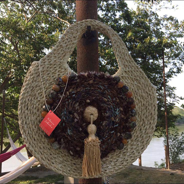 Bolso en palma de iraca hecho a mano por artesanosdecolombia.