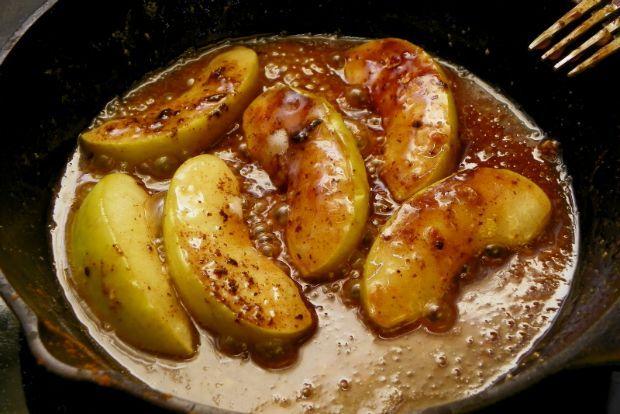 Τα μήλα που σας προτείνω σήμερα ταιριάζουν ιδανικά με τις νοστιμιές της Σαρακοστής, όπως τον ταχινοχαλβά, αλλά και με κέικ κάθε λογής.