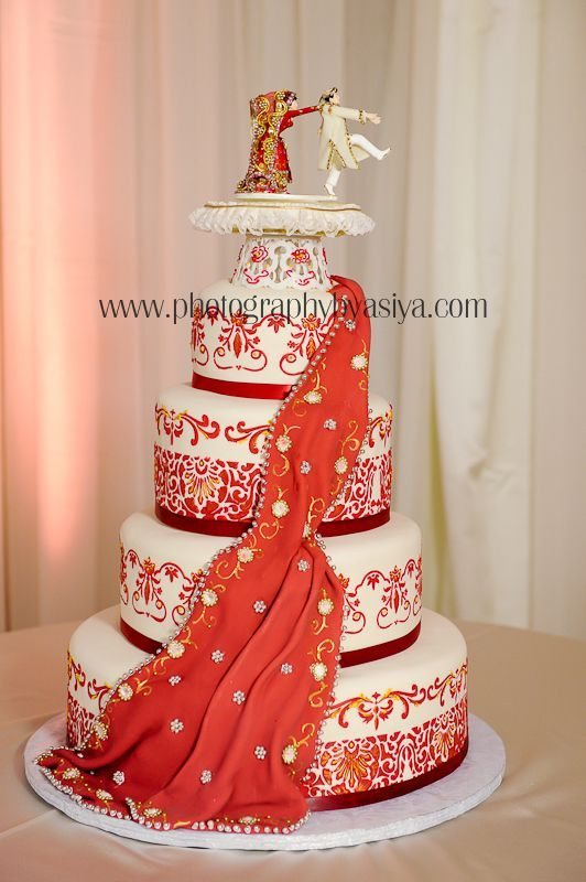 Sari Wedding Cake with Funny Cake Topper