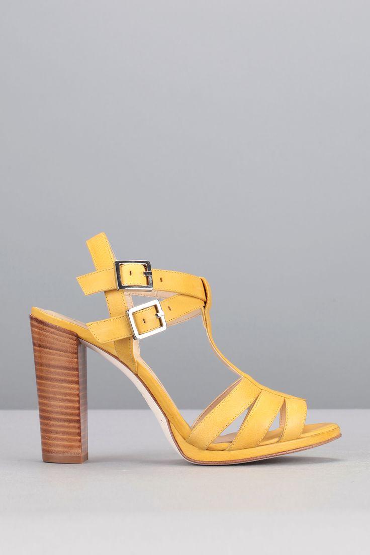 les 25 meilleures idées de la catégorie sandales jaunes sur