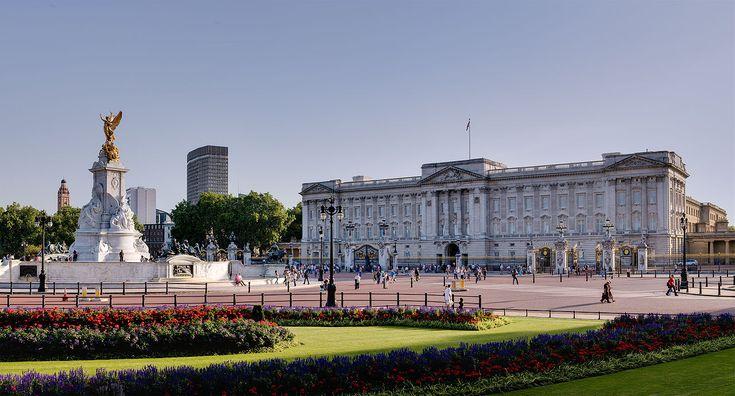 Buckingham Palace and Victoria Monument - September 2006 - Palácio de Buckingham – Wikipédia, a enciclopédia livre
