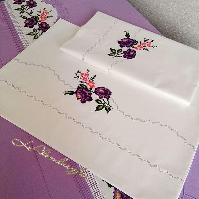 Artan gülleri değerlendirme ve yedek yastık kılıfı #düğün #decore #düzce #makinamveben #k#paylasim_platformu #nakış #kaneviçe #alemdar #a101 #çeyiz #calışmak #basarilar #yastık#nevresim