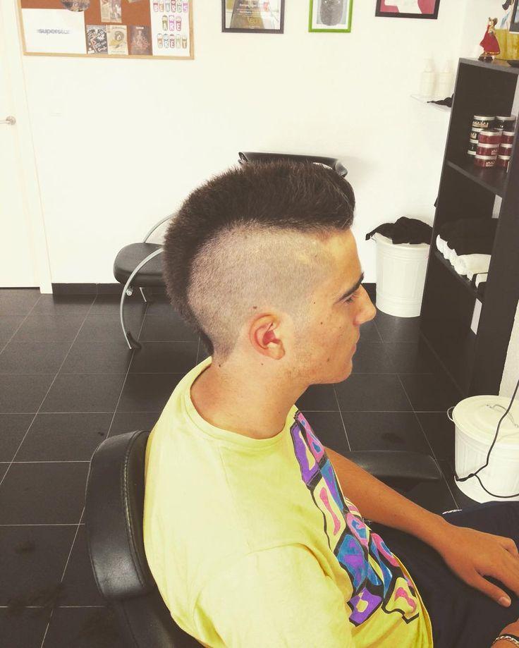 Mohicano  #elsbarberia #barber #barberlife #barbershop #hairstyle #haircut #wahl #wahlpro #barbershopconnect #barbering #barberia #reuzel #reuzelpomade #schmiere by elsbarberia