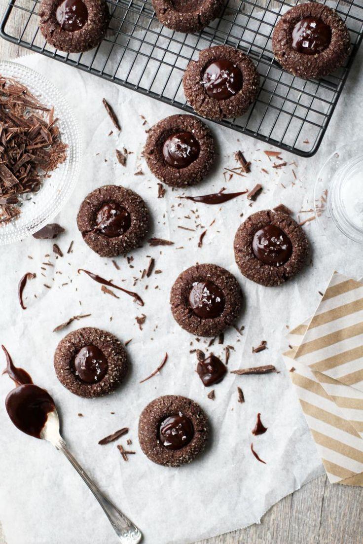 Merisuola-suklaatäytekeksit // Chocolate & Sea Salt Cookies Food & Style Tiina Garvey, Fanni & Kaneli Photo Tiina Garvey www.maku.fi