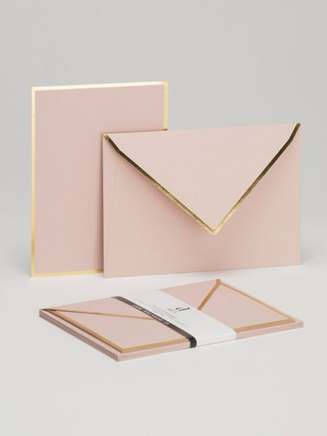 The beautifull color of this stationery is glammed up with the gold accenting! LISERE Rose poudré