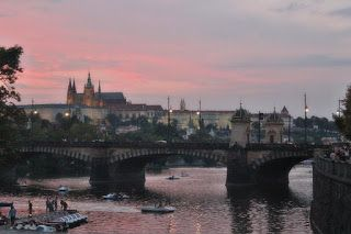 S vozíkom na cestách : Výlet do Stovežatej Prahy Vďalšej cestovateľskej...