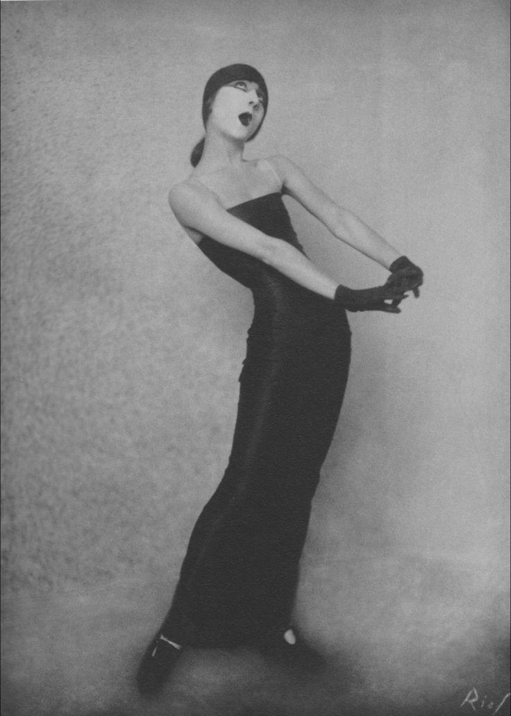 Emcee :: margo lion - Weimar Cabaret