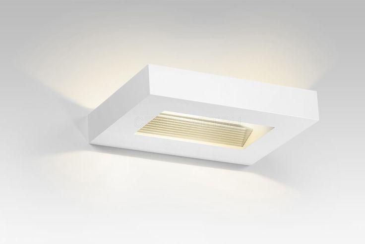 SARRI  Накладной светильник в белом матовом корпусе. Конструкция отражателя светильника позволяет направить свет под широким углом вверх и вниз. Применяется для освещения стен, колонн.  #centrsvet #light #lightdesign #свет #дизайн #интерьер #декор #световыерешения #световойдизайн