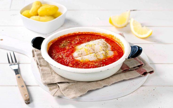 En fiskerett med smak av middelhavet. Torsk, tomat og sitron er en god kombinasjon og med lettsaltet torsk blir dette en spennende rett.