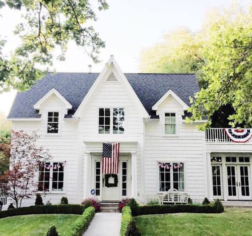 This is exactly what I want my future home to look like. Classic American style.