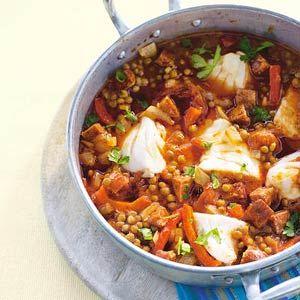 Recept - Spaanse vispan met linzen - Allerhande. Heerlijk gezond, met vis en veel eiwitten!