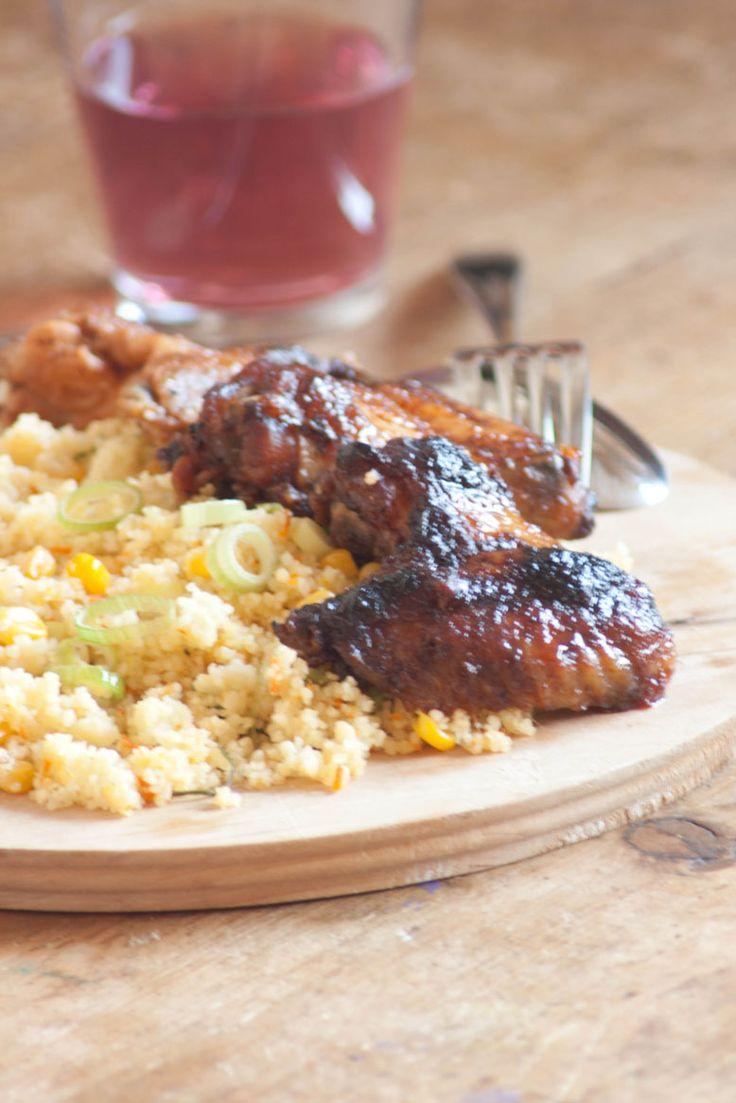 Recept couscous met pittige kip vleugels. Zomers recept met pittige kopvleugels en couscous met groenten. Snel, simpel, makkelijk en lekker.