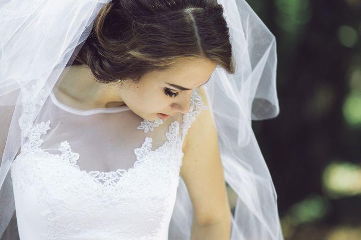 ¡Hola novias!  Al elegir ellook para vuestro gran día, una de las tareas más importantes en la organización de la boda, podréis decidir si queréis llevar velo o no. Esta es una decisión muy …
