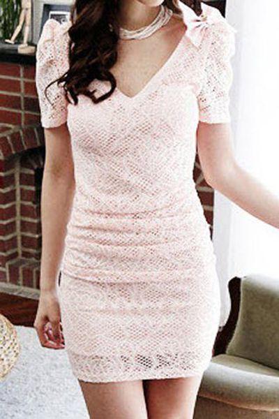 €14,95 Stijlvol kanten jurkje. Roze met een strik op een mouw. http://trendy.mix4you.nl/product/kanten-jurkje-roze/