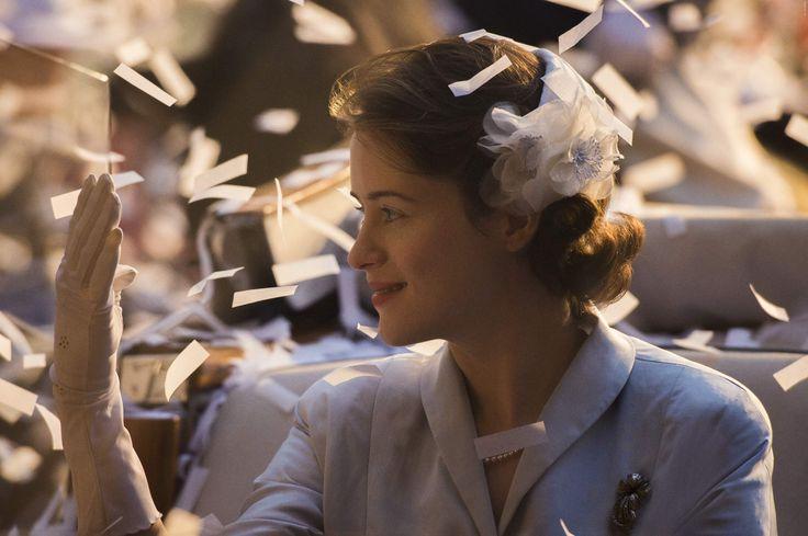 In einer Zeit, als Großbritannien sich vom Krieg erholte und die Macht des britischen Reiches abnahm, bestieg eine junge Frau den Thron – nicht, weil sie es wollte ... es war ihre Pflicht. The Crown: erster Blick hinter die Kulissen der neuen Netflix-Serie ➠ https://www.film.tv/go/35547  #netflix #thecrown