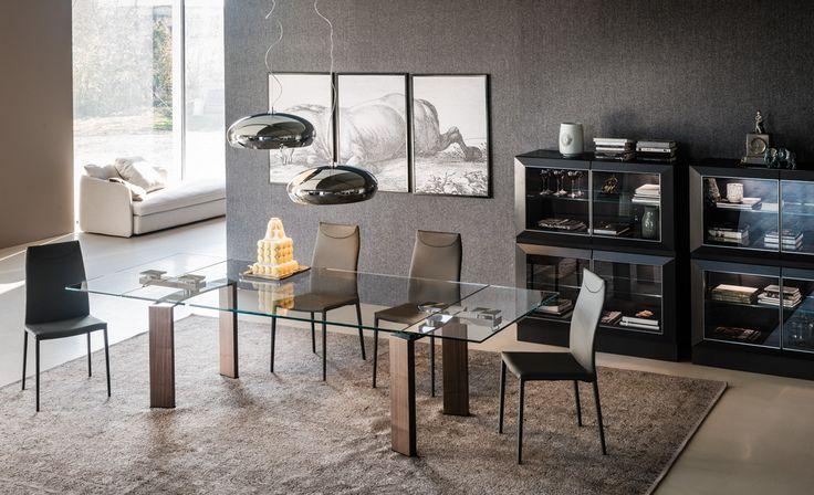 Mesa DAITONA  estructura en madera o metal y sobre en vidrio. Dos modelos de 3 y 4 patas.