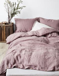 Dusty rose bedroom, with cozy chunky knit throw. Love the abstract art piece above the bed and the copper accents. Grey Bedrooms, Bedroom Grey Pink, Blush