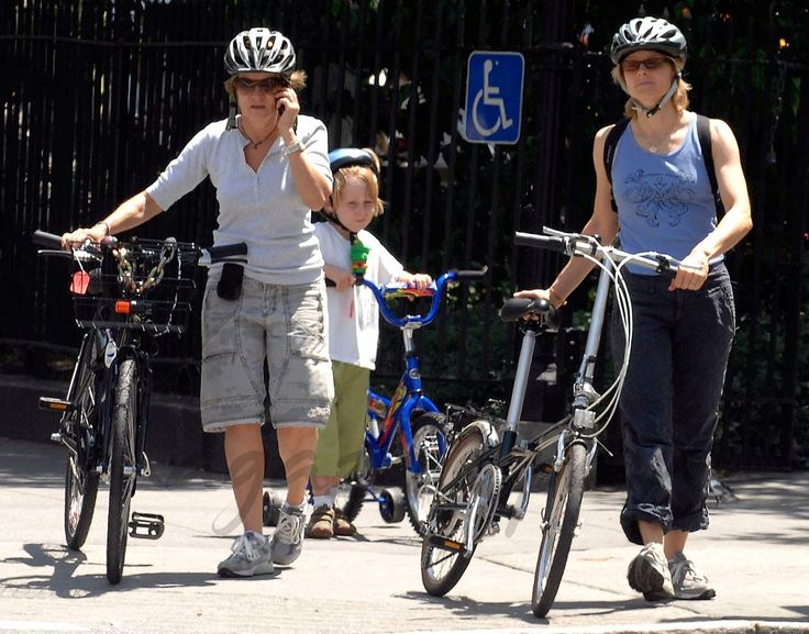 Jodie Foster con su pareja Alexandra Hedison y sus hijos