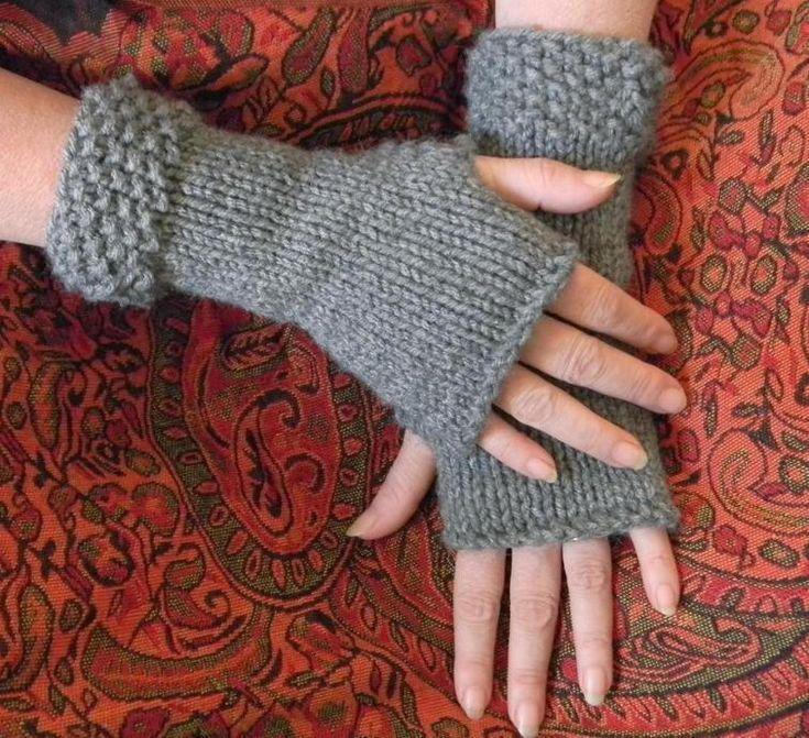 Classic Fingerless Gloves FREE Knitting Pattern