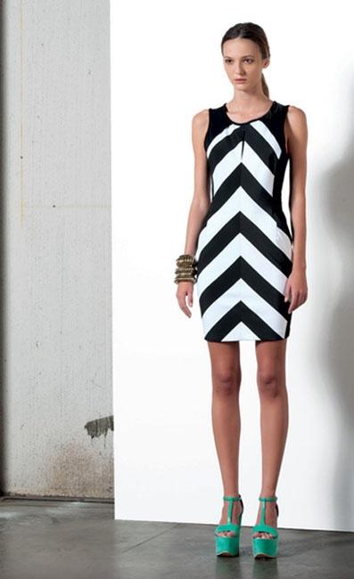 Look 02 . 316 Abito / Dress . 238 Bracciale / Bracelet . 239 Bracciale / Bracelet . 214P Scarpa / Shoes