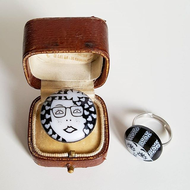 Lucy is busy making handmade gifts! This monochrome ring is made using a button.