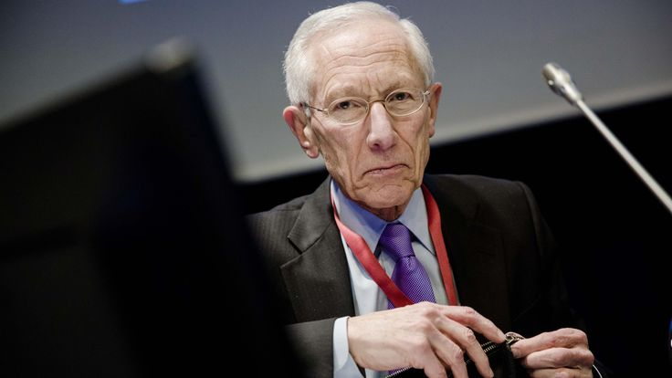Federal Reserve Vice Chairman Stanley Fischer said negative interest rates seem…