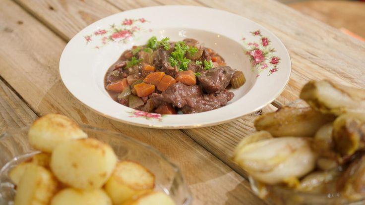 Boeuf bourguignon met gebakken aardappelen en witloof | Dagelijkse kost