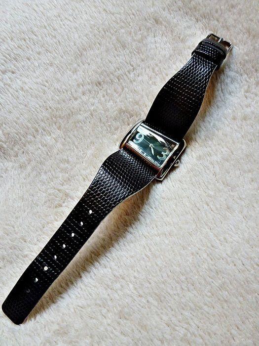 Neuve et authentique belle montre femme marque Police POLICE ! Taille   à seulement 99.00 €. Par ici : http://www.vinted.fr/accessoires/montres/24708874-neuve-et-authentique-belle-montre-femme-marque-police.