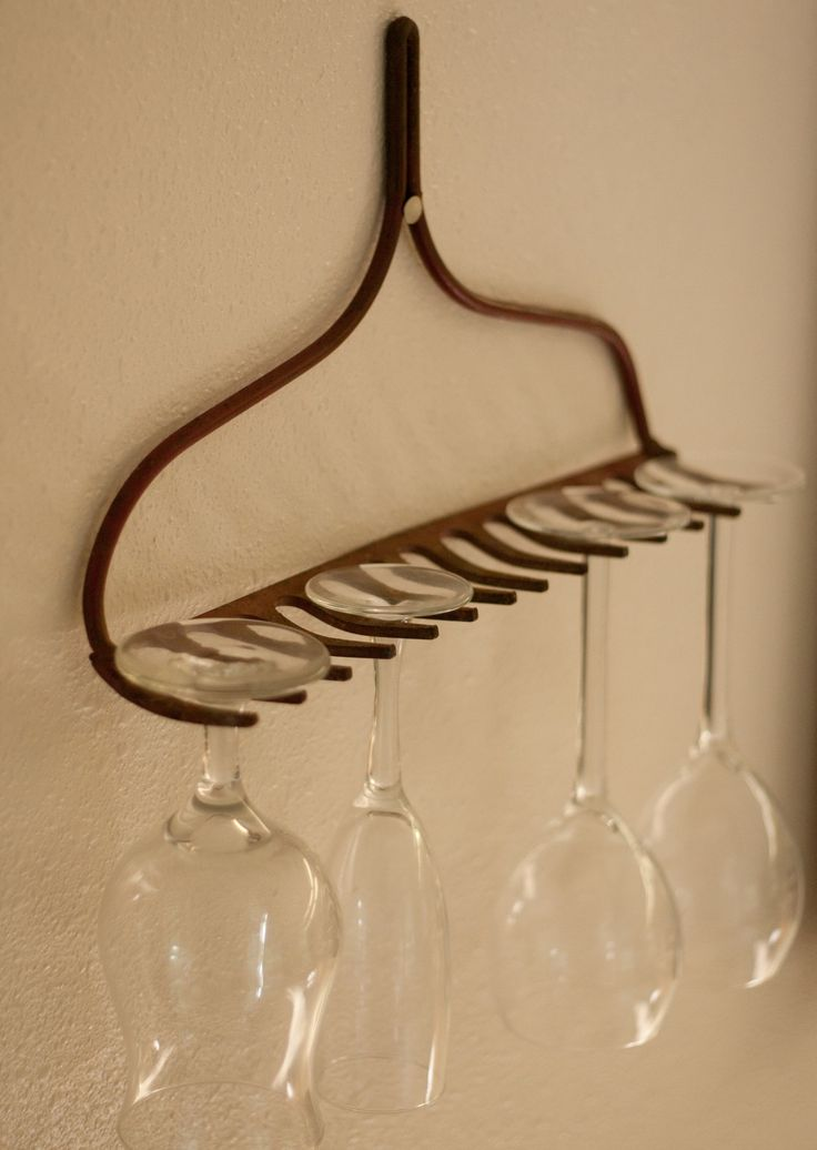 Eco Housekeeping Tip #15: Rake upcycling project. 1. Find an old rake and remove/cut off the handle 2. Hang the rake in your house with a nail, screw, or anything else you can find that will support the rake. 3. Hang stemware from the rake. Impress y (Furniture Designs Upcycle)