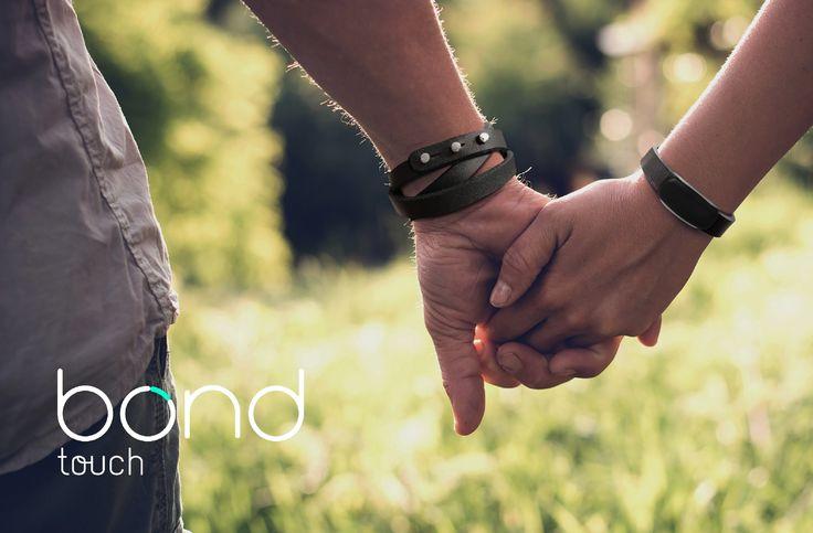 Pulseiras BOND Touch Permitem Tocar nas Pessoas que Estão Longe   Impossible agência de design e inovação mundial que fornece soluções tecnológicas para várias gigantes internacionais e projeta e desenvolve produtos e serviços digitais com impacto social positivo acaba de lançar as BOND Touch em Portugal.  As pulseiras high-tech inovadoras permitem a comunicação entre duas pessoas através do toque independentemente do lugar onde estejam no mundo. As pré-vendas deste wearable já arrancaram em…