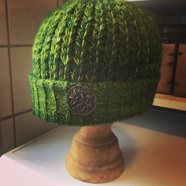 Constellate pattern by Hunter Hammersen. Knitted in Madeleine Tosh merino ligt, colour jade. Great yarn and great pattern. One skein is enough. Knitted by Kristina Höijer, Sweden.