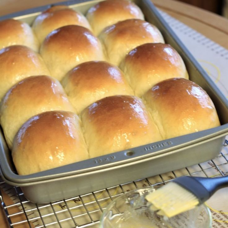 Fluffy, buttery, tender dinner rolls similar to those that are served in a very popular restaurant. These are better than Texas Roadhouse rolls.