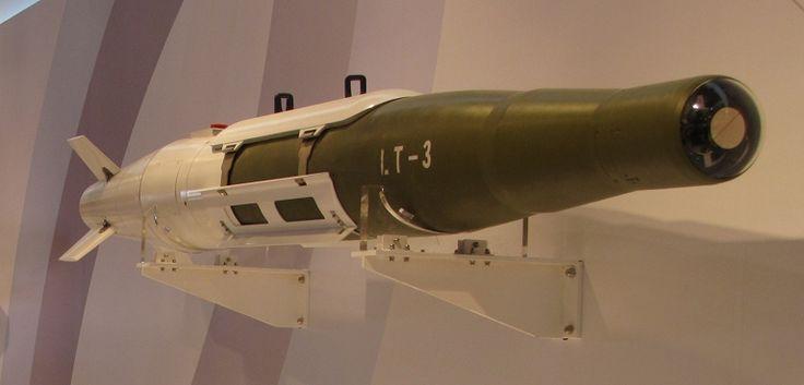 FDRA - Fuerza Aérea: ChinaLos chinos están desarrollando nuevas armas guiadas incluyendo armas pequeñas que pueden ser instaladas en las bahías de armas interna de aviones de combate. La imagen de arriba un caza J-11B fue visto con una versión china de la PL-12 con alas cortas. La versión del misil se llama PL-12C y debe caber internamente en el J-20.